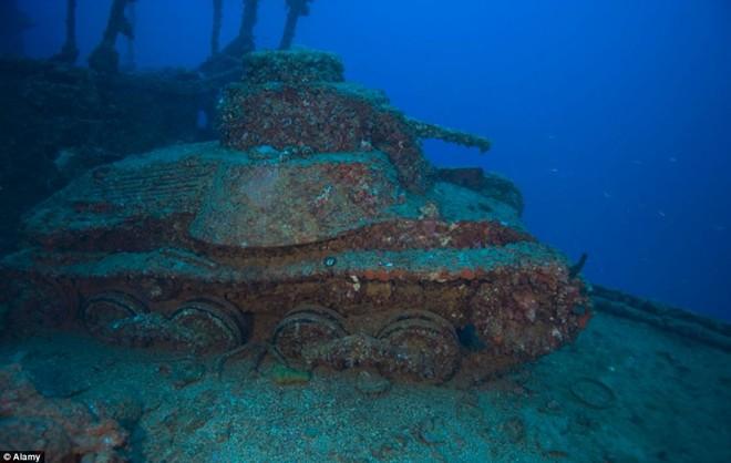 Nghĩa địa tàu chiến đầy ám ảnh trong lòng Thái Bình Dương - Ảnh 11