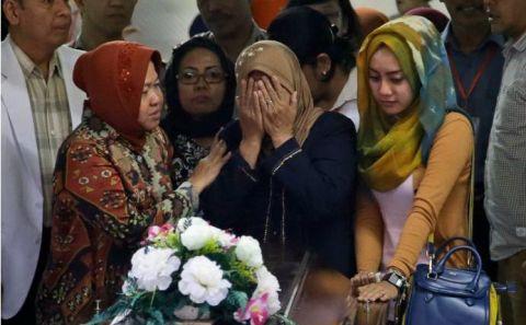 Nghẹn ngào tang lễ nạn nhân đầu tiên trong thảm kịch QZ8501  - Ảnh 3