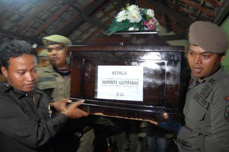 Nghẹn ngào tang lễ nạn nhân đầu tiên trong thảm kịch QZ8501  - Ảnh 4