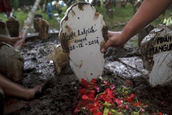 Nghẹn ngào tang lễ nạn nhân đầu tiên trong thảm kịch QZ8501  - Ảnh 5