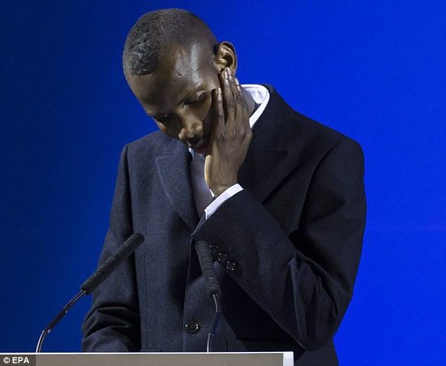 Người anh hùng trong vụ khủng bố Paris trở thành công dân Pháp - Ảnh 1