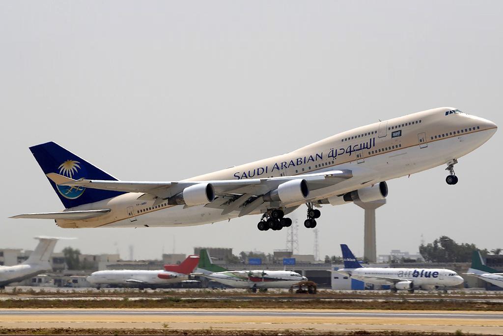 Hàng không Ả Rập Xê Út cấm nam nữ ngồi cạnh nhau trên máy bay - Ảnh 1