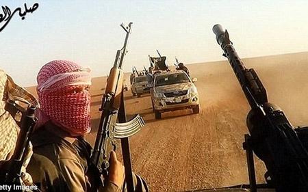 IS rút các chiến binh khỏi thành phố lớn nhất Syria - Ảnh 1