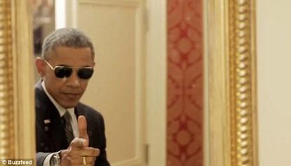 """Tổng thống Obama làm """"mặt xấu"""" chụp ảnh tự sướng - Ảnh 2"""
