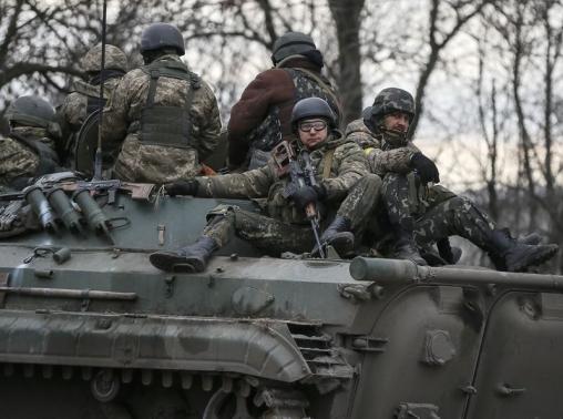 Nhà xác ở miền đông Ukraine chật cứng xác binh sĩ Kiev tử trận - Ảnh 1