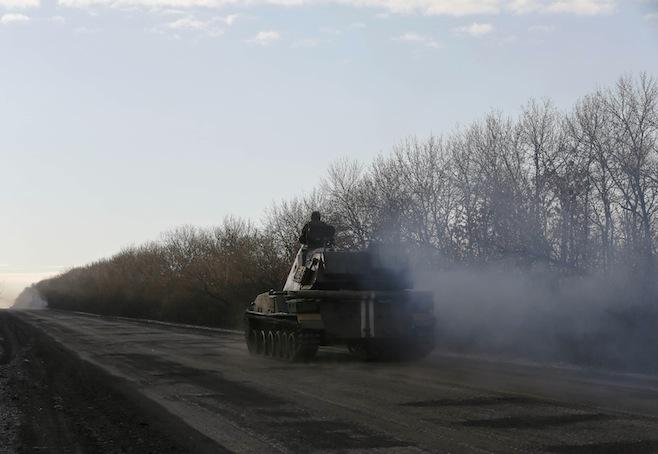 Kiev tố Nga đưa thêm xe tăng đến miền đông Ukraine - Ảnh 1