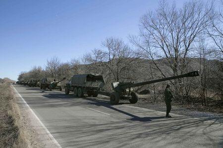 Lực lượng ly khai miền đông Ukraine rút vũ khí hạng nặng - Ảnh 1