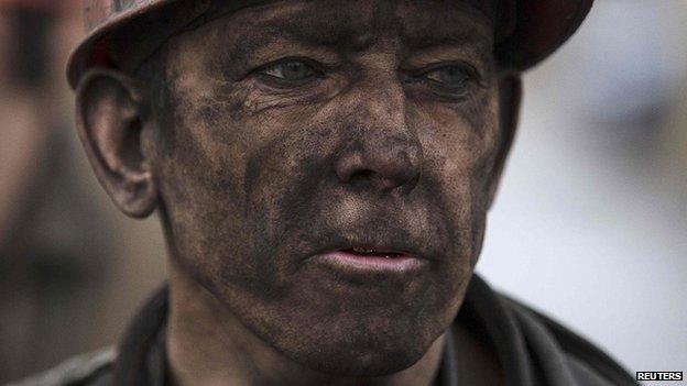 Nổ hầm mỏ ở miền đông Ukraine, ít nhất 30 người thiệt mạng - Ảnh 1