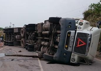 Tai nạn thảm khốc ở Quảng Ninh: Thu giấy phép doanh nghiệp có xe container - Ảnh 1