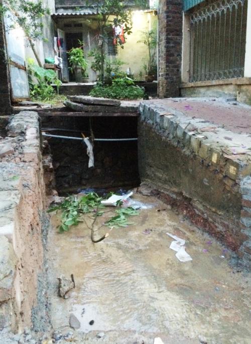 Mẹ chết trôi 2km trong cống, con ngược xuôi cầu cứu chính quyền - Ảnh 3