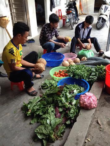 Ấm lòng bếp ăn từ thiện cho bệnh nhân nghèo - Ảnh 2