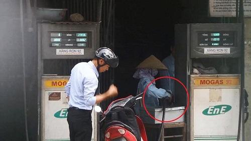 Công bố xử phạt hành vi gian lận tại cây xăng 143 Trần Phú - Ảnh 1