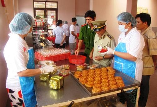 Hà Nam: Hàng loạt cơ sở vi phạm an toàn thực phẩm - Ảnh 1