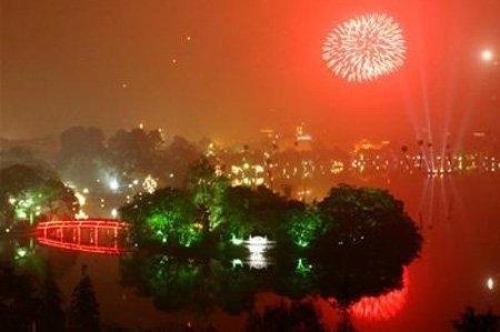 Bác tin đồn, Hà Nội vẫn bắn pháo hoa tại 30 điểm vào 21h tối nay - Ảnh 1