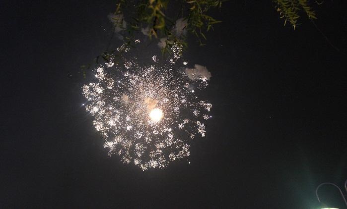 Bắn pháo hoa 10/10: Pháo hoa ngập trời, Hà Nội lung linh - Ảnh 18