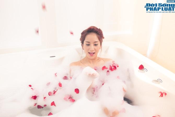 """Khánh Thi ra mắt MV mới """"Ngày anh đến bên em"""" - Ảnh 11"""