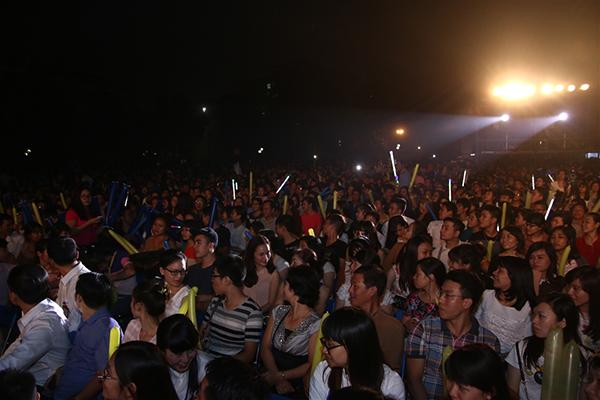 """Hồ Ngọc Hà """"quyến rũ"""" gần 9.000 khán giả Hà Nội - Ảnh 2"""