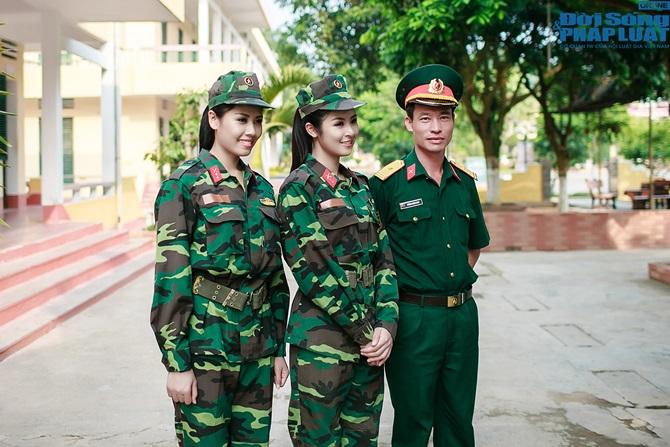 Ngọc Hân, Nguyễn Thị Loan hoà đồng cùng các chiến sĩ - Ảnh 9