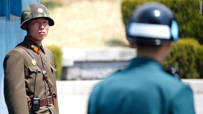 Hàn Quốc và Triều Tiên lần đầu tiên đấu súng trên bộ sau 4 năm - Ảnh 1