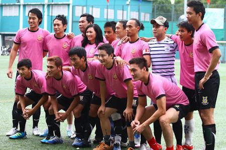 Phương Thanh, Hoàng Bách tổ chức đá bóng giúp Duy Nhân chữa bệnh - Ảnh 4