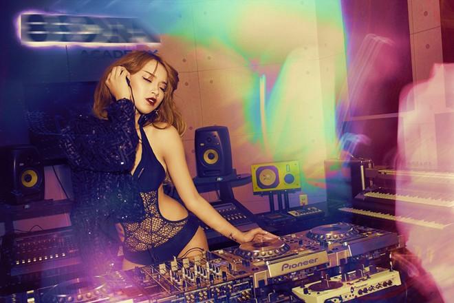 Hải Băng diện nội y làm DJ sexy khó cưỡng - Ảnh 4