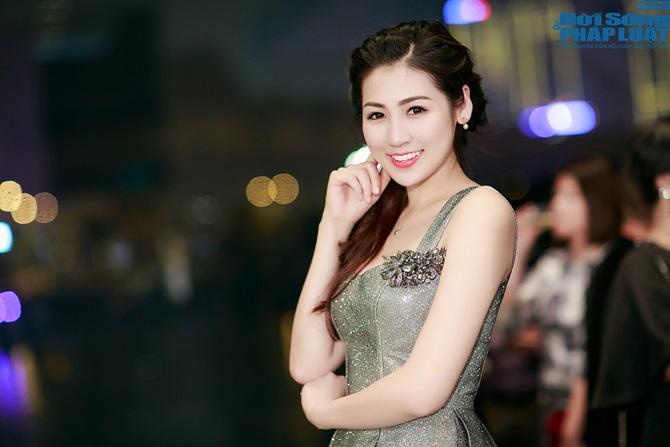 """Á hậu Dương Tú Anh """"chạy show"""" Hà Nội - Sài Gòn trong 1 ngày - Ảnh 7"""
