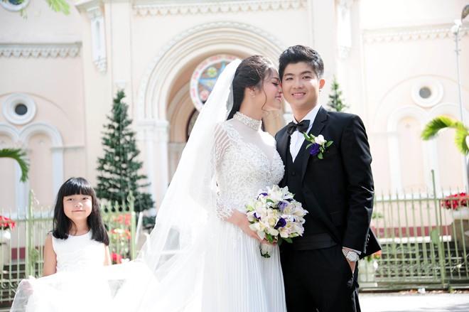 Nhật Kim Anh hôn chú rể trong lễ cưới tại nhà thờ - Ảnh 2
