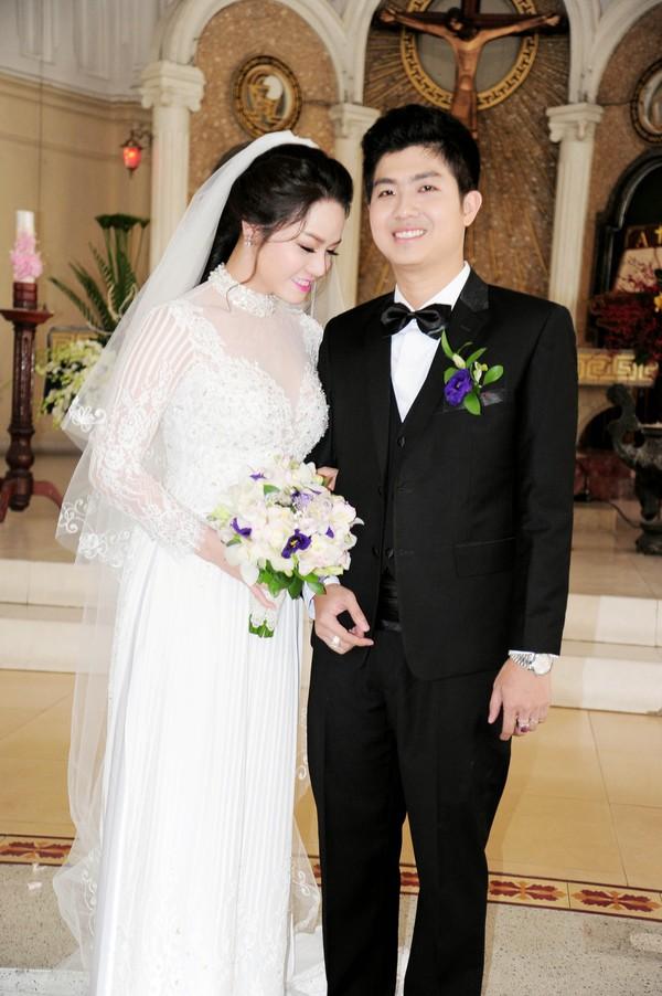 Nhật Kim Anh hôn chú rể trong lễ cưới tại nhà thờ - Ảnh 5