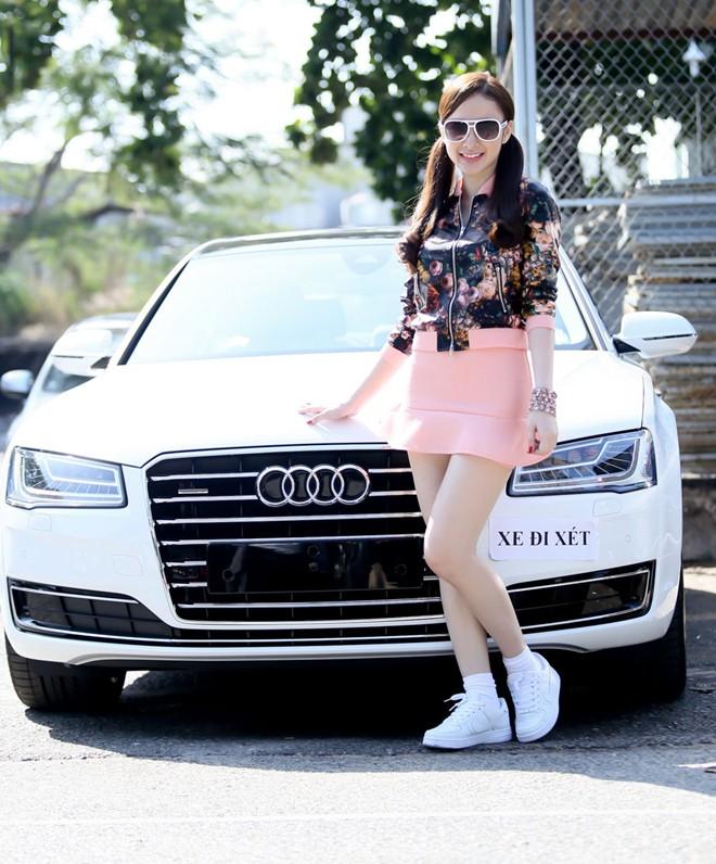Mua xe 5 tỷ, Angela Phương Trinh tặng lại xe 2 tỷ cho em gái - Ảnh 1