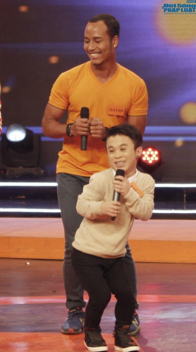 """Chàng lùn Xuân Tiến """"đọ dáng"""" với """"giang hồ Hương Ga"""" David Phạm - Ảnh 2"""