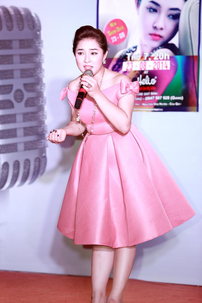 Bảo Trâm Idol bất ngờ đổ xô nước đá lên đầu trong minishow - Ảnh 5