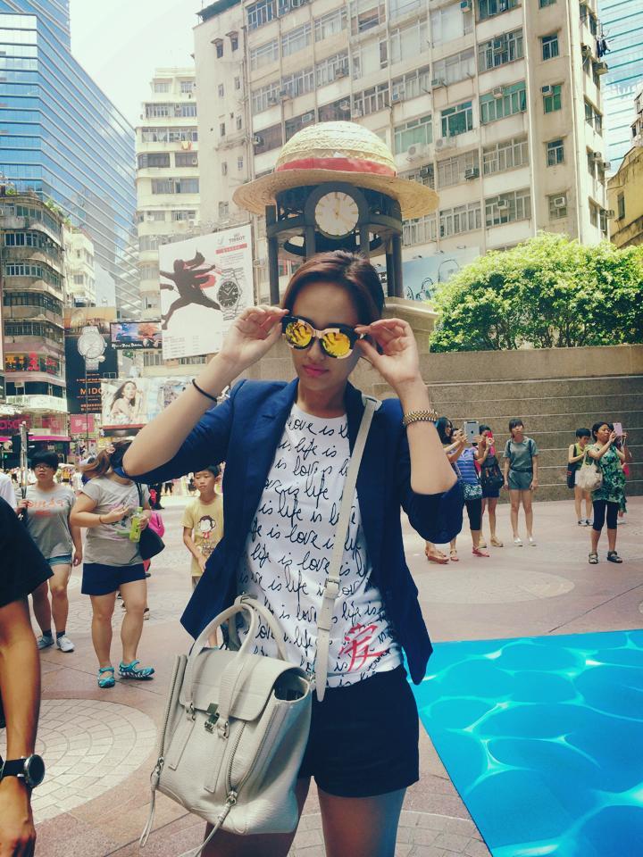 Mai Phương Thúy khoe ảnh được lên bìa sách du lịch Hồng Kông - Ảnh 2