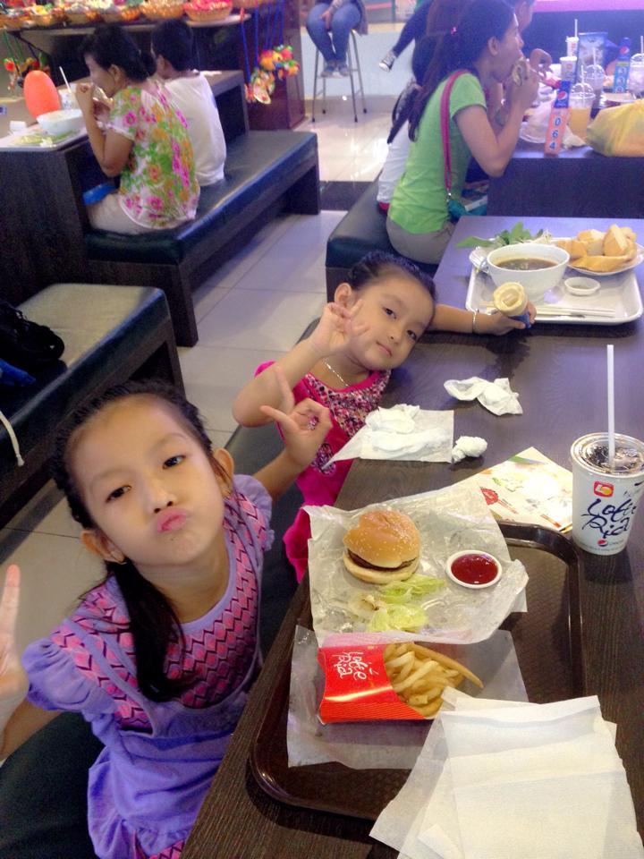 Tình trẻ Phi Thanh Vân khoe ảnh đưa con gái đi chơi Trung thu - Ảnh 5