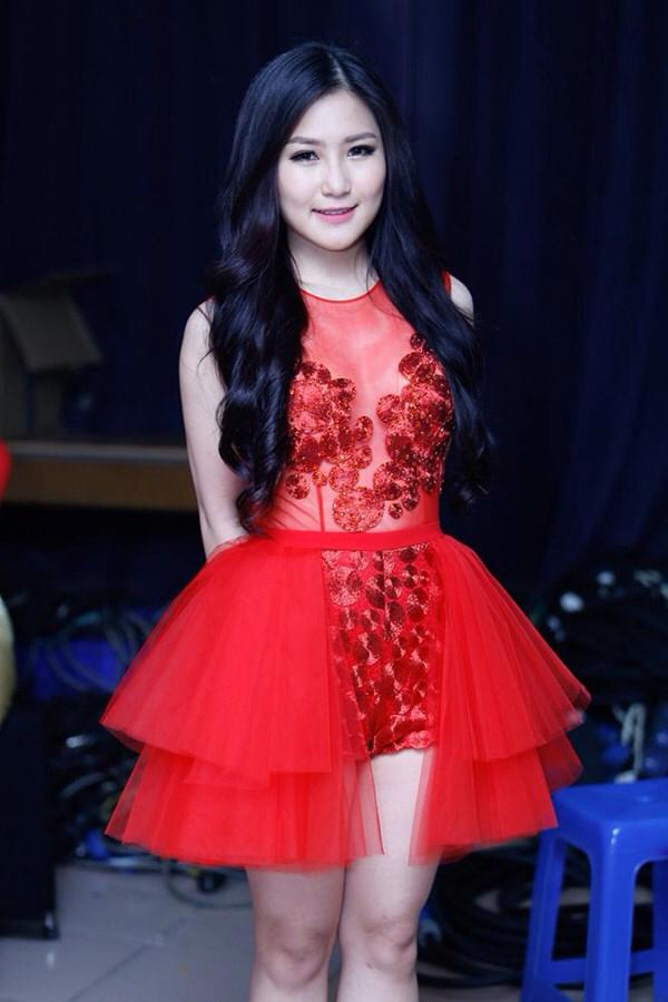 Hương Tràm - Cô gái 19 tuổi gây ồn ào nhất showbiz năm 2014  - Ảnh 4