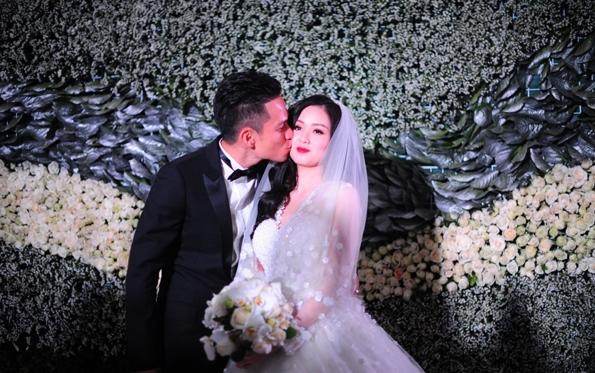 """Tâm Tít tình tứ """"khóa môi"""" chồng trong đám cưới - Ảnh 4"""