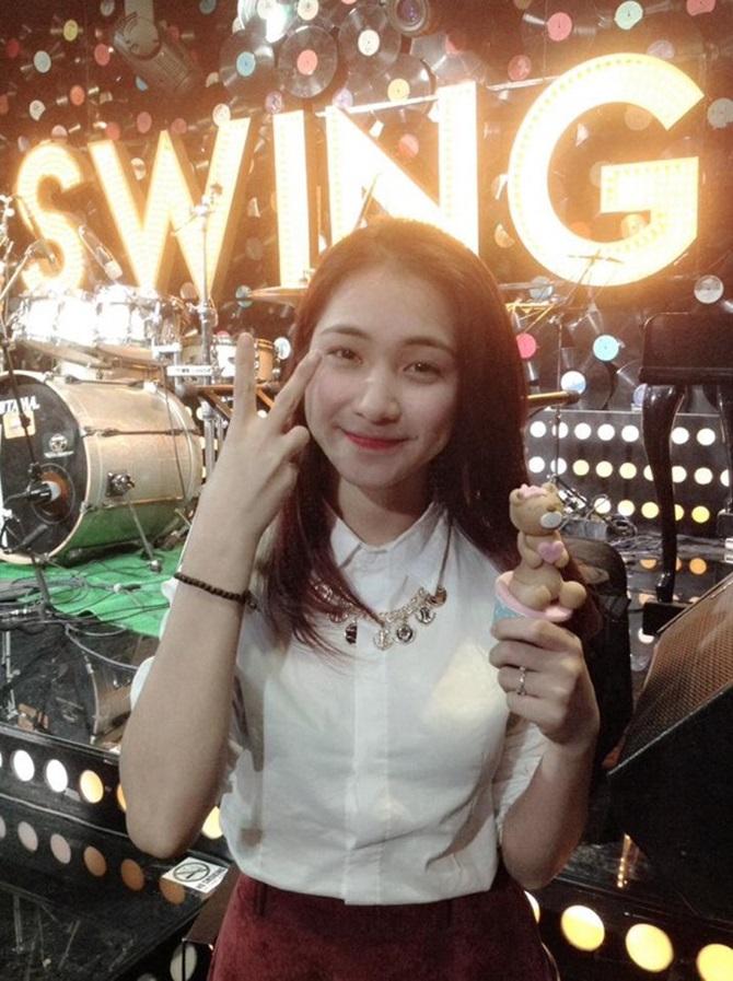Ngắm hình ảnh dễ thương, cá tính của Hòa Minzy – bạn gái Công Phượng - Ảnh 4