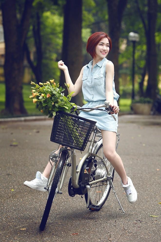 Ngắm hình ảnh dễ thương, cá tính của Hòa Minzy – bạn gái Công Phượng - Ảnh 12