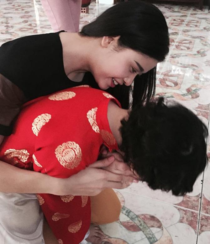 Muôn kiểu đón Tết Ất Mùi 2015 của sao Việt - Ảnh 10