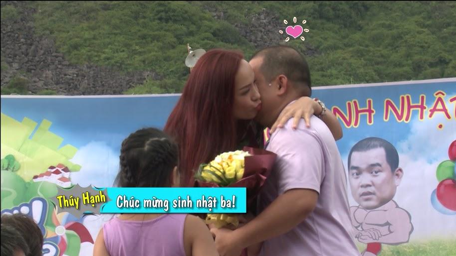 """Tập 15, Bố ơi mình đi đâu thế: Tê Giác """"nấp"""" khi vợ chồng Minh Khang hôn nhau - Ảnh 3"""