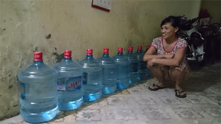 """Người Hà Nội thức trắng đêm """"canh"""" nước sạch - Ảnh 5"""