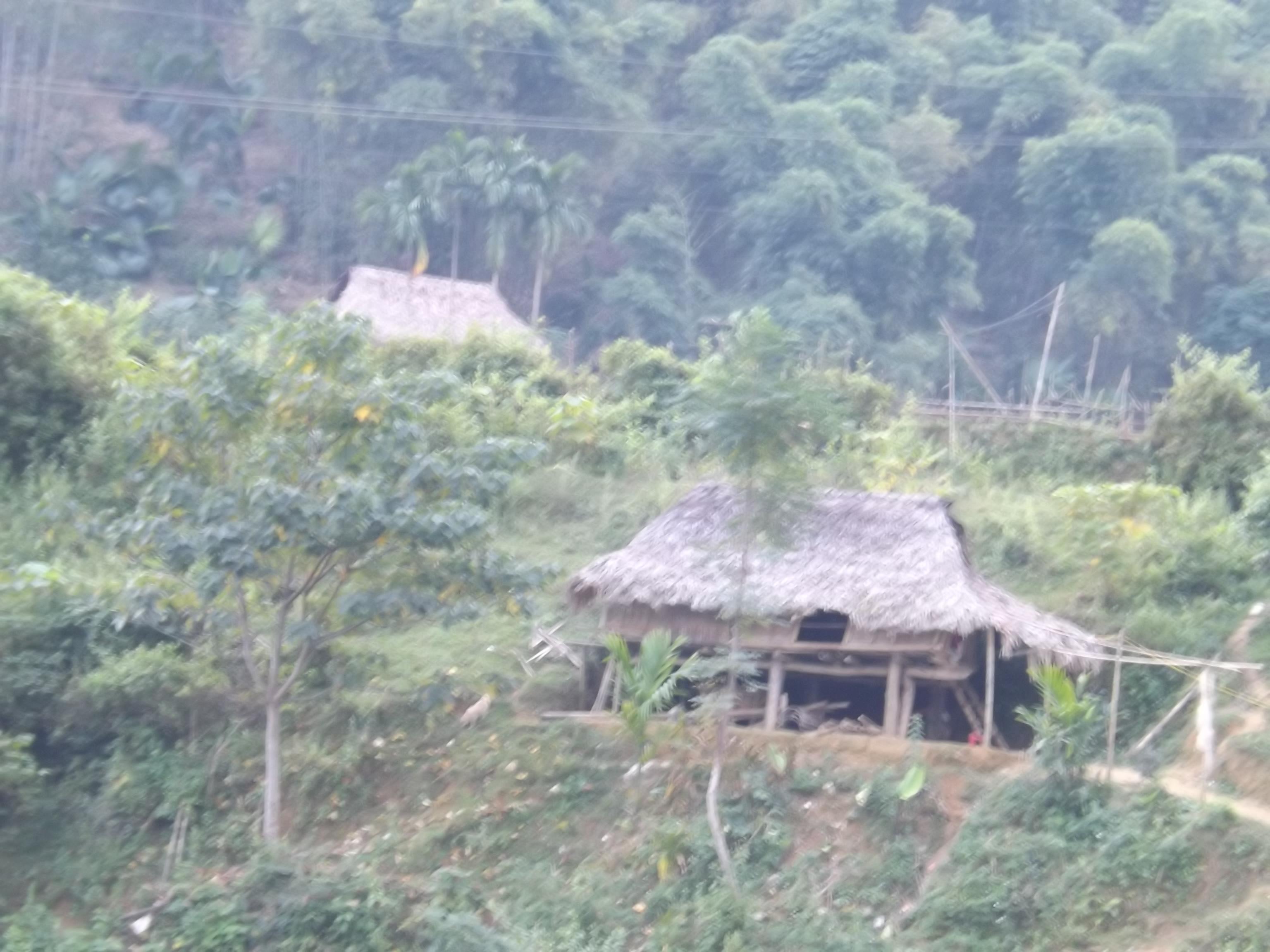 Người dân làng Mạ ước mơ có một cây cầu - Ảnh 1