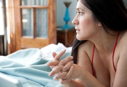 """Tủi hổ khi được chồng """"bật đèn xanh"""" cho quan hệ với người khác - Ảnh 1"""