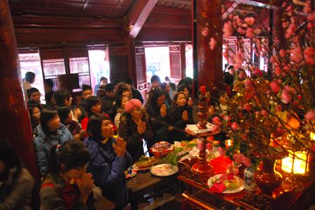 Sắm lễ, hành lễ thế nào cho đúng khi đi chùa đầu năm? - Ảnh 1
