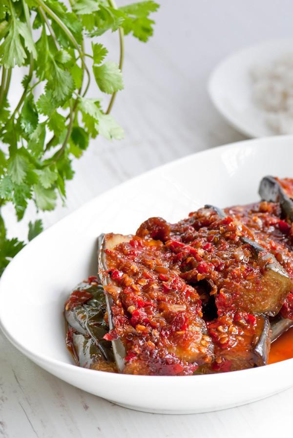Lạ miệng với món cà tím sốt cay cho bữa cơm ngày mưa - Ảnh 2