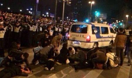 Video: Giẫm đạp đêm giao thừa, 35 người bị chết ở Trung Quốc - Ảnh 1