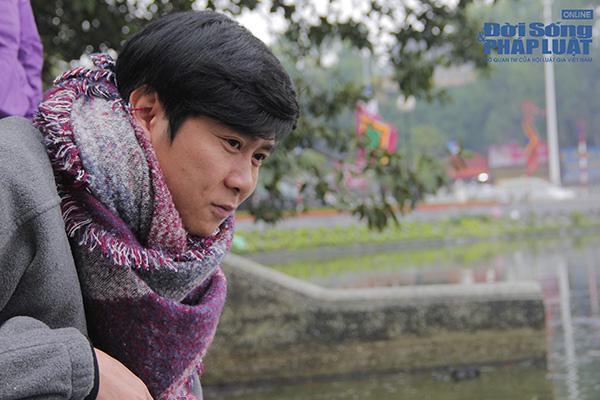 Hà Nội: Người dân đội mưa đi thả cá chép vàng tiễn ông Táo - Ảnh 5