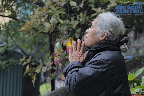 Hà Nội: Người dân đội mưa đi thả cá chép vàng tiễn ông Táo - Ảnh 6