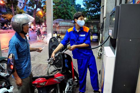 Đã có đối sách ứng phó với giá dầu giảm - Ảnh 1