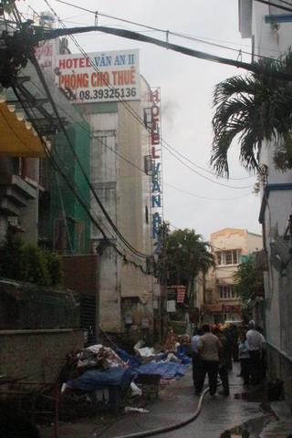 Vụ cháy khách sạn ở TP.HCM: Do nổ điện thoại di động - Ảnh 1