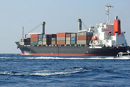 Tàu chở hàng bị đứt neo, 9 thuyền viên đang trôi dạt trên biển - Ảnh 1